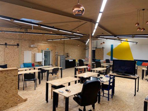 Un espace coloré par une architecte spécialisée dans les neuro-sciences. Les couleurs stimulent votre créativité et votre productivité.